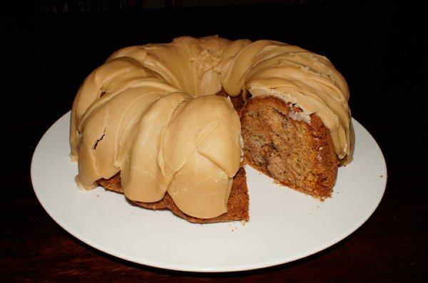 VV-Feat-Thanksgiving-Recipe-caramel-apple-glazed-cake.jpg