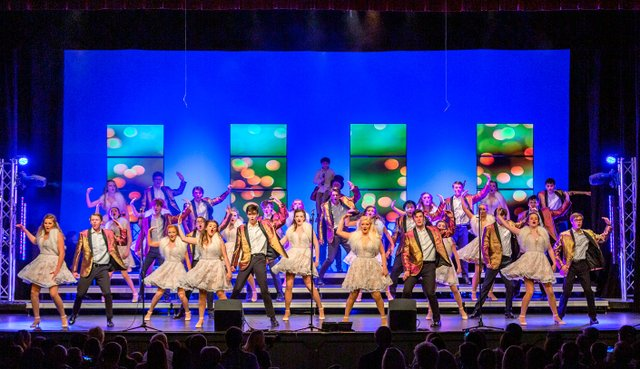 VV-SH-VHHS-show-choir_ShowChoir2.jpg