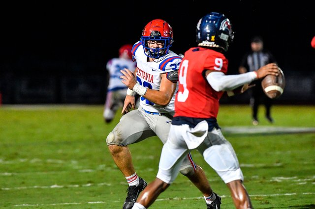 VV-SPORTS-Vestavia-football-preview.jpg