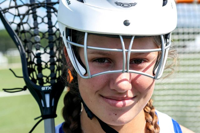 VV-SPORTS-Lacrosse-helmet-Madison-McGill.jpg